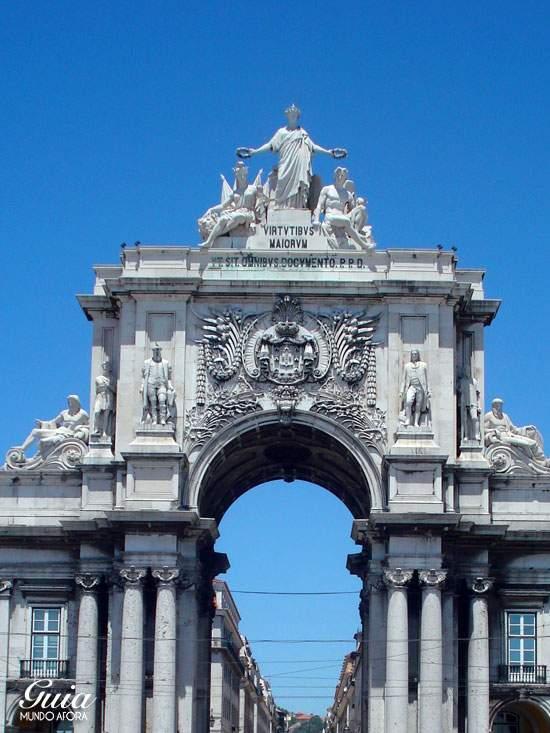 Praça do Comércio, com o Arco Triunfal ao fundo,