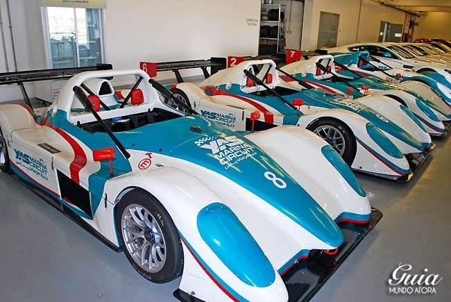 carros-circuit-650x435 Yas Marina: andando em um carro de Fórmula 1 em Abu Dhabi