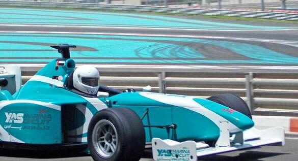 Yas Marina: andando em um carro de Fórmula 1 em Abu Dhabi