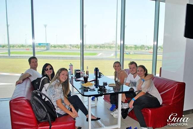 restaurante-yas-marina-650x435 Yas Marina: andando em um carro de Fórmula 1 em Abu Dhabi