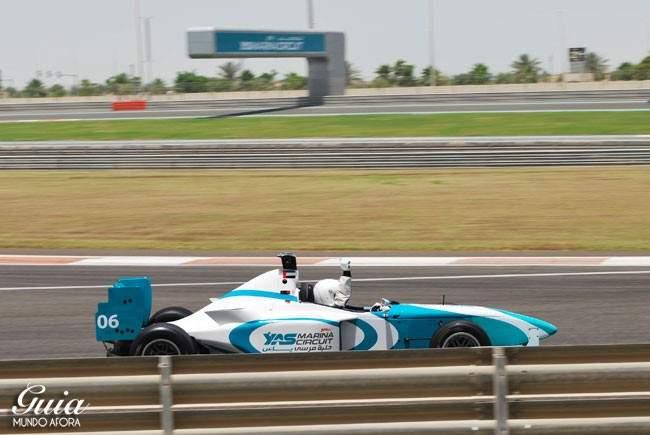 vencedor-yas-marina-650x435 Yas Marina: andando em um carro de Fórmula 1 em Abu Dhabi