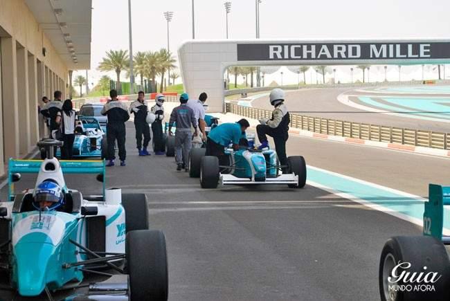 yas-marina-circuit-650x435 Yas Marina: andando em um carro de Fórmula 1 em Abu Dhabi