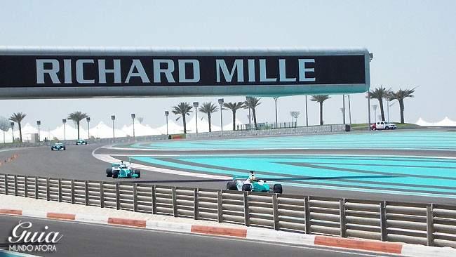 yasmarina-carros-650x366 Yas Marina: andando em um carro de Fórmula 1 em Abu Dhabi