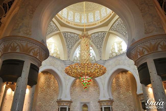 Lustre da Mesquita de Abu Dhabi
