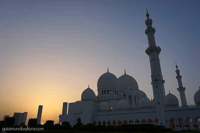 Mesquita de Abu Dhabi no por do sol