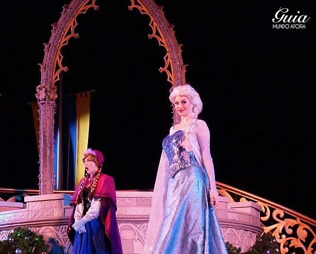 Elsa, linda e cheia de postura, como uma verdadeira rainha.