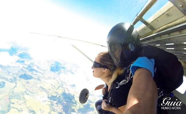 Saindo do avião skydive