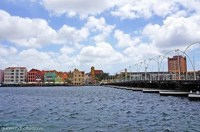 Centro de Curaçao e ponte flutuante