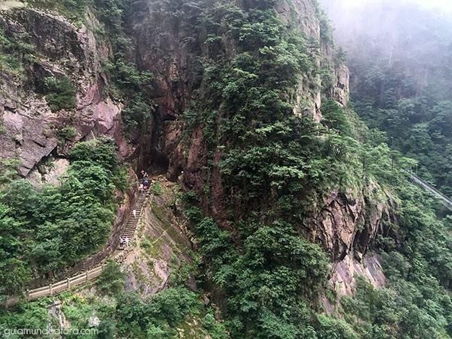 caminhos-escadas-montanha-china