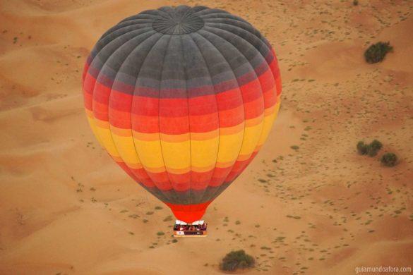 Passeio de balão em Dubai com safari: imersão no deserto!