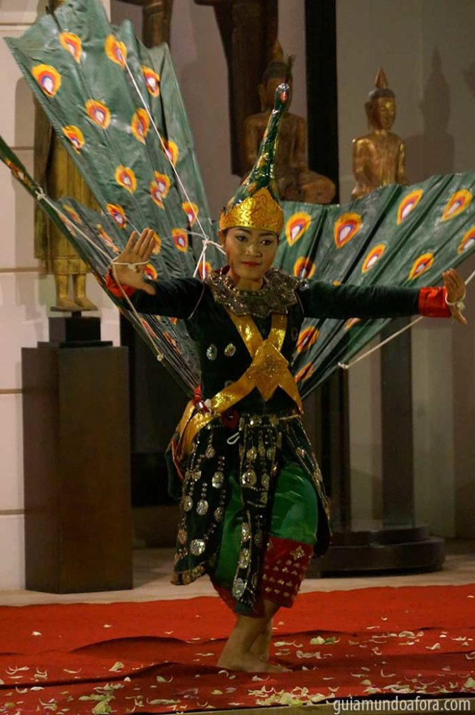 Dança típica no hotel Park Hyatt Siem Reap