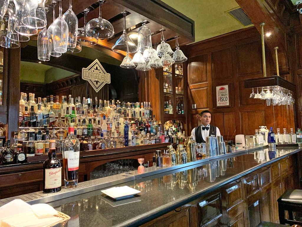 bar nicles country club lima