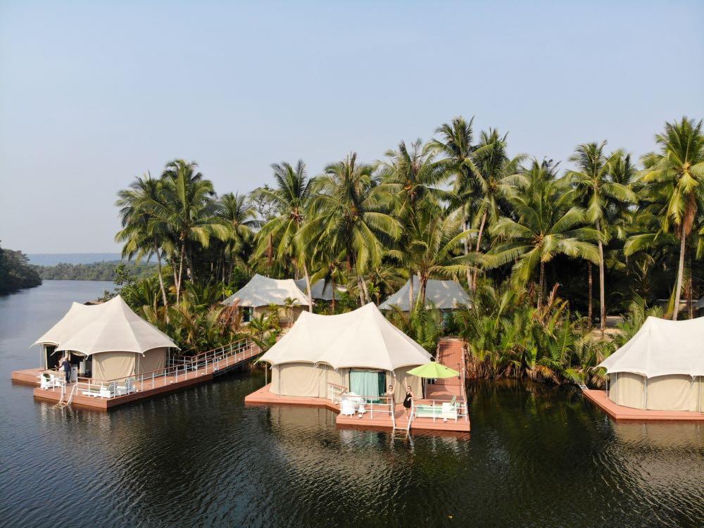cabanas flutuantes do 4 Rivers Lodge Camboja