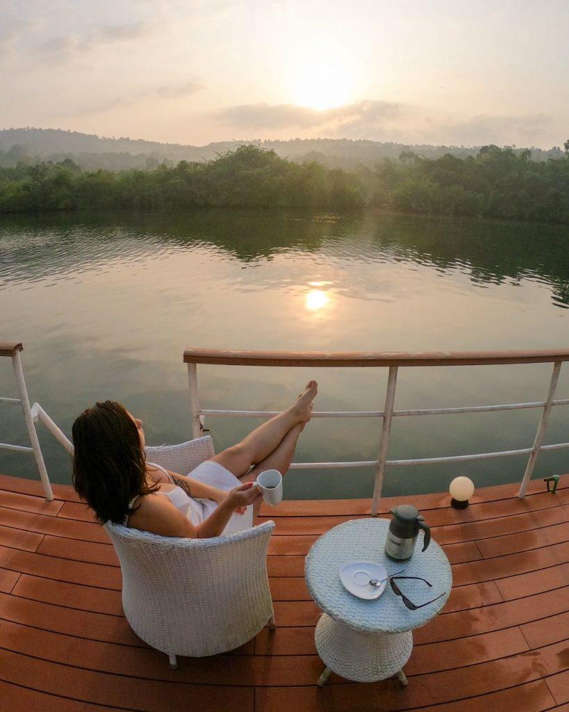 amanhecer 4 Rivers Floating Lodge